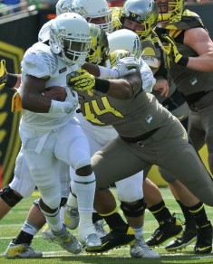 DeForest Buckner looks to take Byron Marshall down.