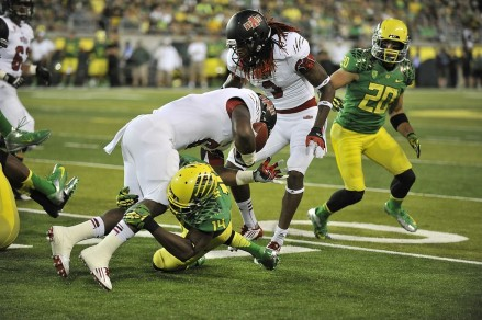 Ifo Ekpre-Olomu (14) making a solo tackle on an Oregon State player