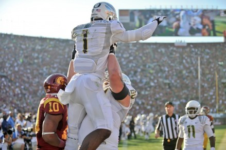 Josh Huff celebrates one of his twp TDs against USC last season.