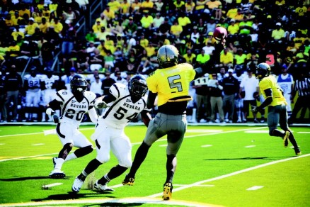 Darron Thomas quickly developed a connection with all-purpose threat De'Anthony Thomas in 2011.