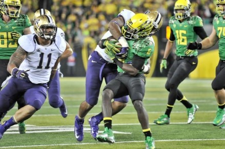 De'Anthony Thomas takes on a Washington defender.
