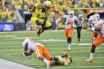 Josh Huff soars over a Tennessee defender