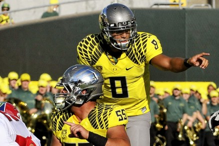 Mariota directing the Oregon Ducks 'Blur' Offense
