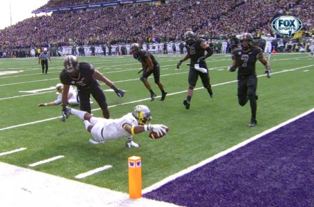Josh Huff lunges for the end zone against Washington