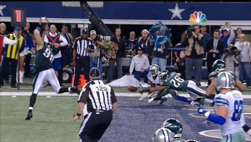 Cary Williams slaps away the 2 pt conversion for margin of victory