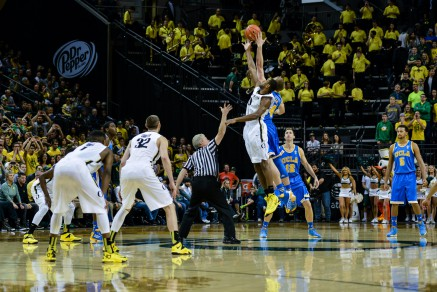Moser skies for a jump ball vs his former team.