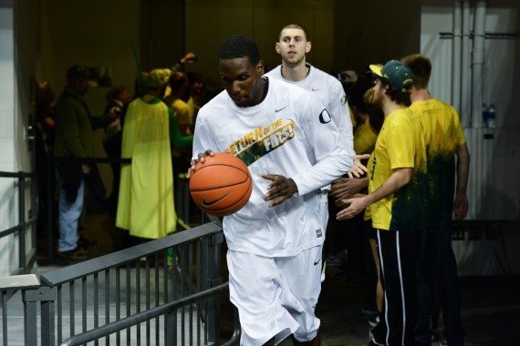 Oregon's warmups evoke the memory of the 1939 team
