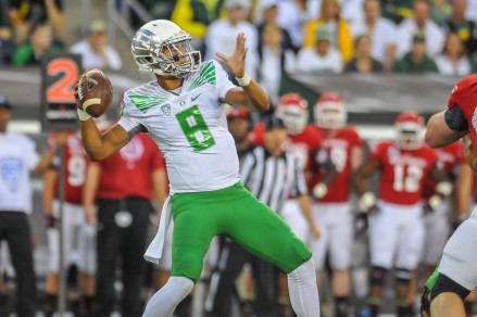 Marcus Mariota getting ready to throw this first TD pass.