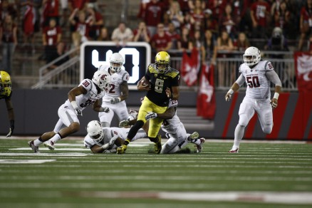 Marcus Mariota was surrounded by WSU defenders all night long