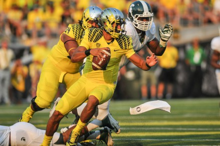 Marcus Mariota showing the Spartans he does not go down easily.