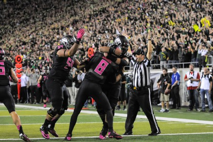 Players and fans celebrate following Mariota's (8) great touchdown run.