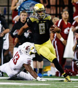 Mariota drives the ball up field against Washington State University earlier this season.