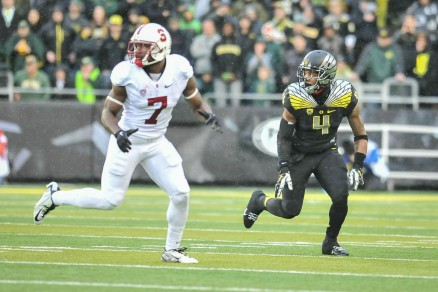 Erick Dargan (4) leads the Ducks in interceptions this year with five.