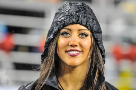 Despite the rain, Oregon made it easy for fans to smile at the Pac 12 championship game