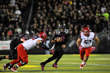 Mariota is a weapon even when wearing pink