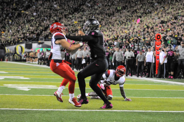 Mariota battles to the goal line in his lone touchdown reception this last season.