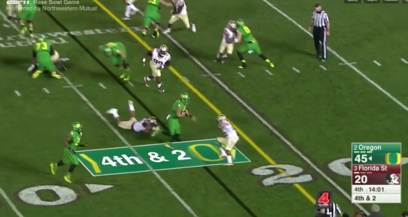 The strong safety is aligned so far inside after the motion that it makes it easy for the TE to seal him inside. This leaves Mariota one on one to the perimeter.