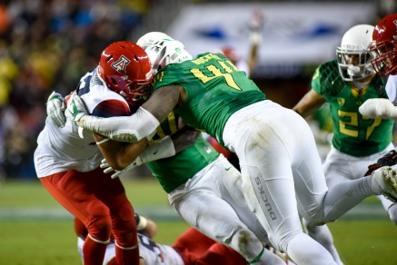 Oregon's defense swarming Arizona's Anu Solomon