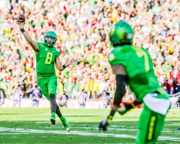 Oregon Heisman winner Marcus Mariota seeks to snap the Ducks' losing streak against Ohio State