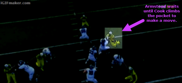 Armstead looks into the backfield and reacts.