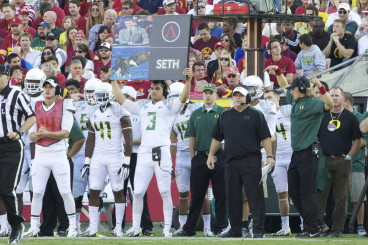 """Chip Kelly added more tempo to Oregon's offense by using signs to """"call the plays."""""""