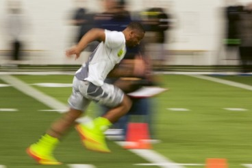 Dargan clocks an average 4.62 second 40-yard dash.