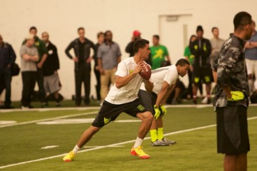 Mariota showed his ability to take snaps from under center at the Oregon pro day.