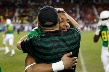 Helfrich embraces senior Erick Dargan after the PAc-12 Championship game last year