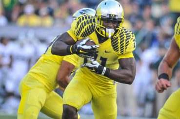 Royce Freeman will look to improve on his Freshman season and help carry Oregon through a loaded Pac-12 slate.