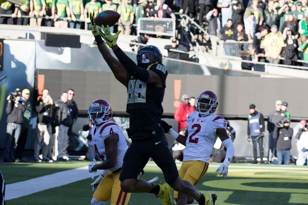 Dwayne Stanford catches a touchdown in Oregon's 48-28 win over USC.