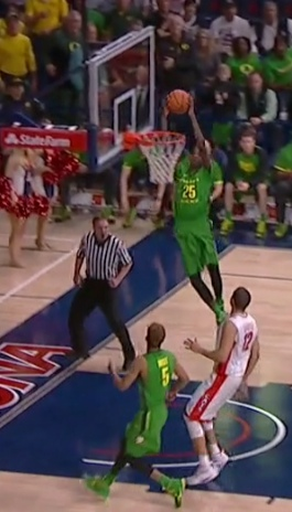 Chris Boucher caught a perfect pass on the break.