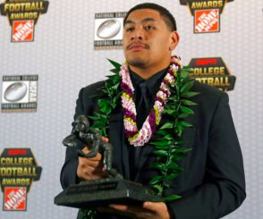 Penei Sewell and Outland Trophy_OregonLive.jpg